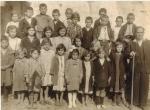 1937 - ΚΙΤΙΚΙ - ο Θωμάς Παπαρρίζος με τους μαθητές του